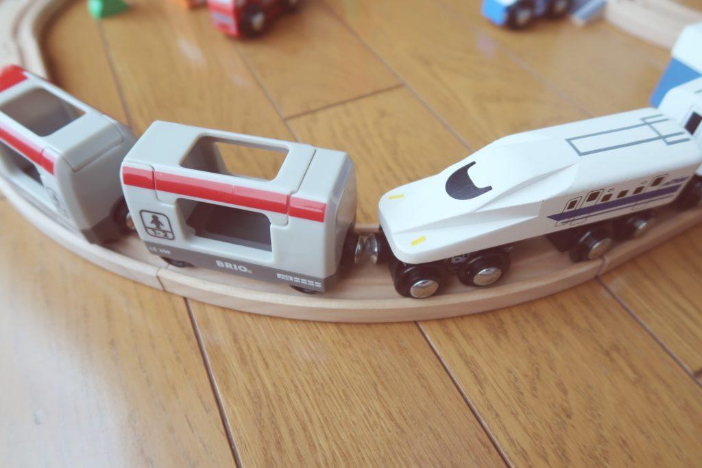 BRIOとトイザラスの電車の連結