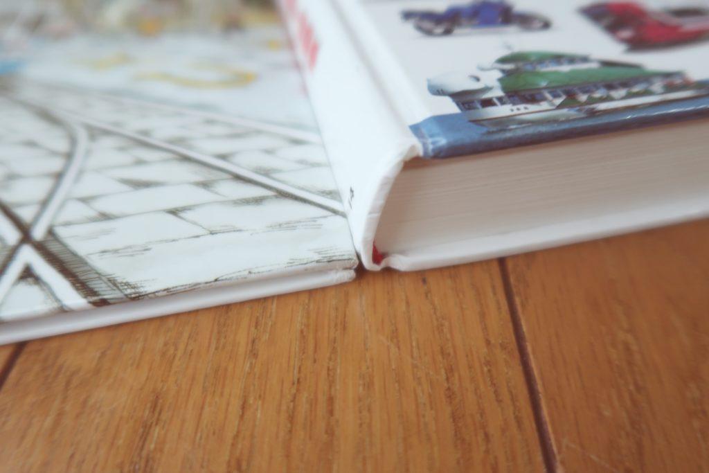 図鑑の厚さを絵本と比べてみた